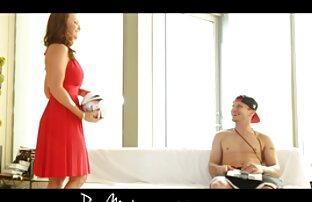 セックスクラブで若い英国のgangbang 女性 の 為 の 無料 エロ 動画 Soiree。