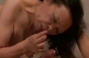 女の子は彼女のガールフレンドのお尻に手を置いた。 無料 エロ 動画 女性 の ため の